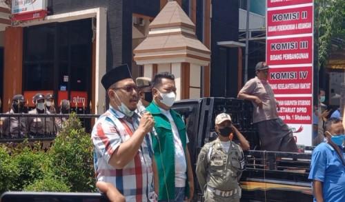 Suara FP2EM dan Warga Merak Didengar, DPRD Situbondo Jadwal Ulang Pengesahan RPAPBD