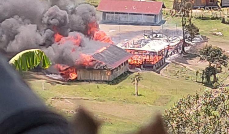 KKB Berulah, Bakar Sekolah dan Puskesmas di Papua