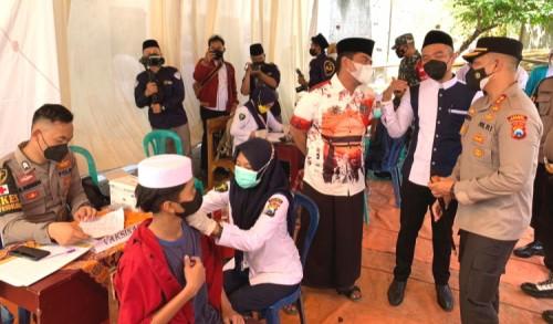 Vaksinasi Untuk Santri Kian Gencar Dilakukan Polres Probolinggo