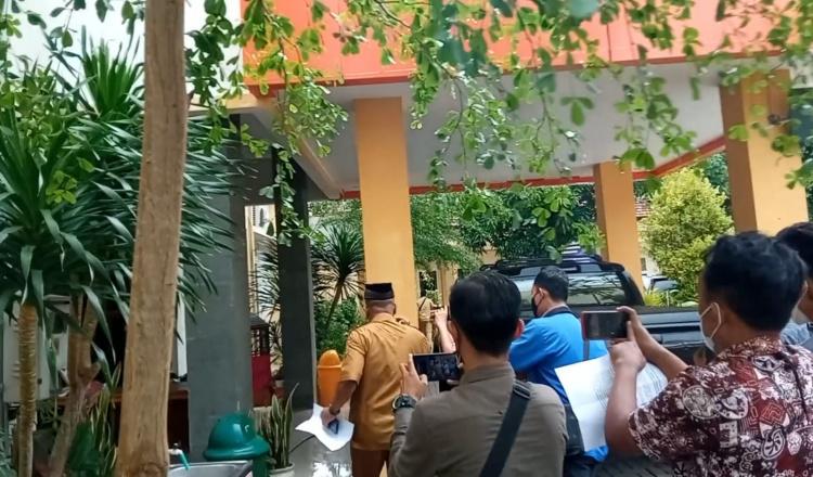 Tak Mau Dikonfirmasi, Kadis Dikbud Bondowoso Kabur dari Awak Media