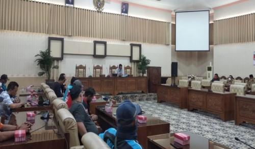 Pertanyakan Surat Permohonan, Sopir Logistik di Banyuwagi Kembali Datangi Dewan, Ketua DPRD: Menunggu Hasil
