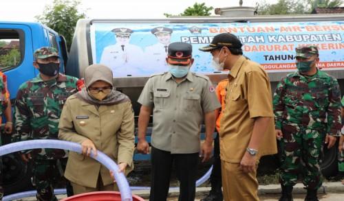 Atasi Kekeringan, Bupati Blitar Salurkan Bantuan Air Bersih di Panggungrejo