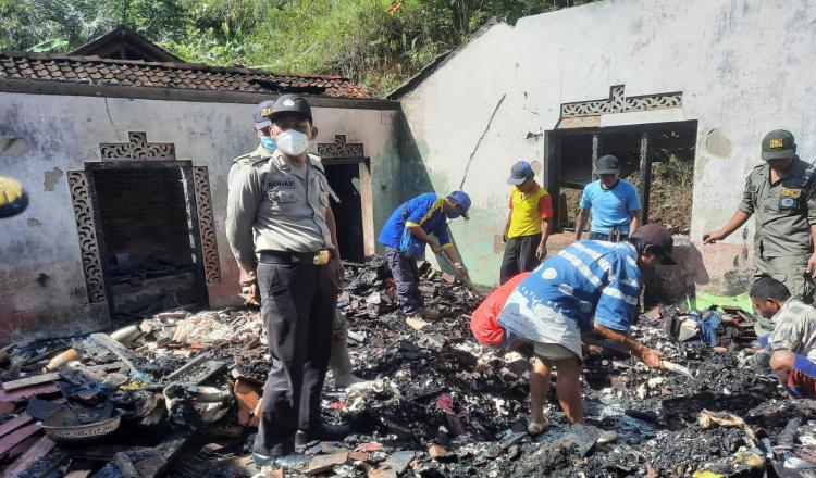 Ditinggal Pergi Hajatan, Rumah Warga di Ponorogo Ludes Terbakar