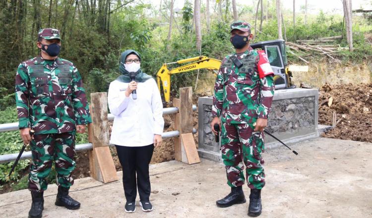 Hadiri Pembukaan TMMD ke 112, Bupati Blitar Berharap Bisa Bantu Warga di Tengah Pandemi
