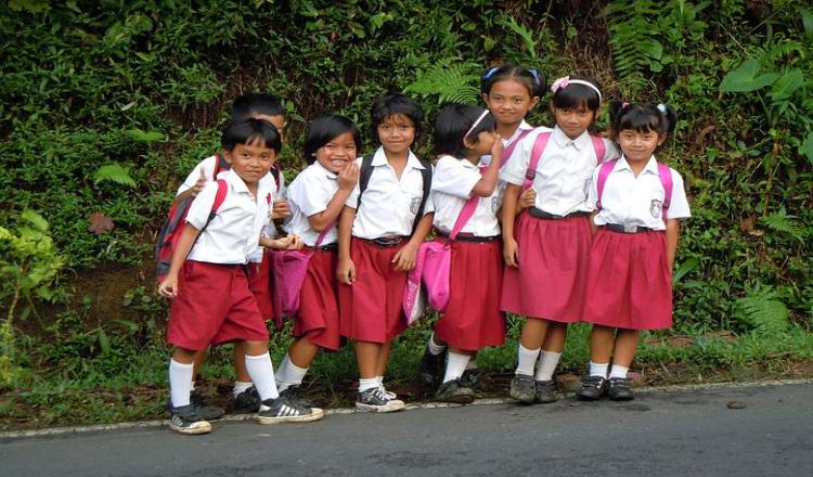 Lama Tak Sekolah, Seragam Siswa di Banyuwangi jadi Kekecilan