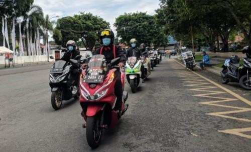 Komunitas Honda PCX Banyuwangi Tampil Keren Saat Touring