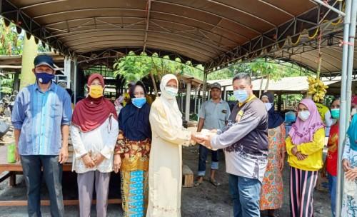 Ketua Komisi A DPRD Kabupaten Jombang Bagikan Ratusan Sembako