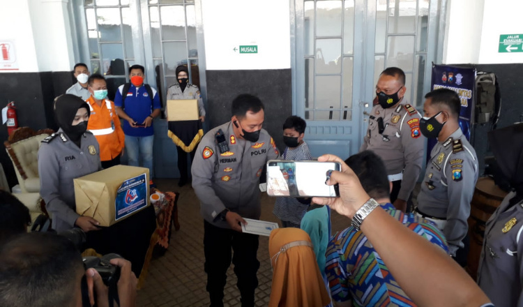 Satlantas Polres Bondowoso Santuni Anak Yatim, Sembari Sosialisasi Prokes Covid-19