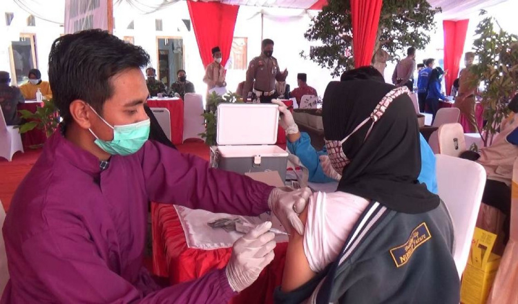 Polres Bondowoso Gelar Vaksinasi Sembilan Titik Sehari, Sambil Sosialisasi Prokes Covid-19