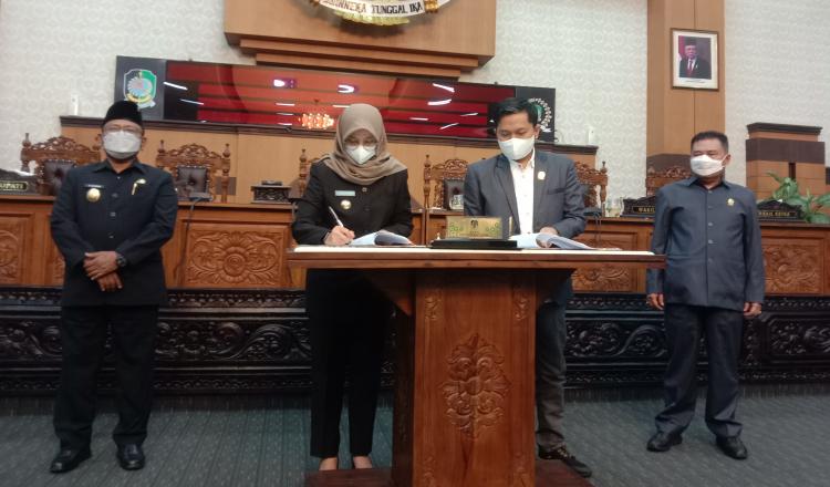 Bupati dan DPRD Banyuwangi Teken Nota Kesepakatan KUPA PPAS Perubahan APBD 2021