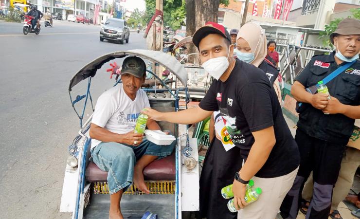 Operasi Perut Lapar dan Bantuan Yatim ACT untuk Warga Jombang