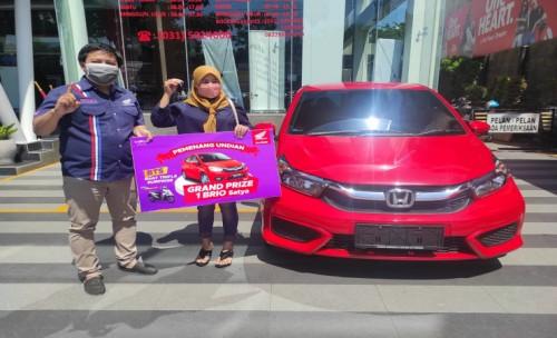 MPM Honda Jatim Serahkan Mobil kepada Pemenang Undian BTS