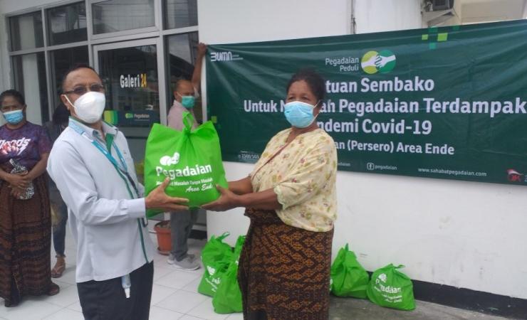 Paulina Bersyukur Terima Bantuan dari Pegadaian Ende