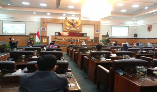 Paripurna DPRD Banyuwangi, Bupati Ipuk Sampaikan Jawaban Atas Pandangan Umum Fraksi-fraksi