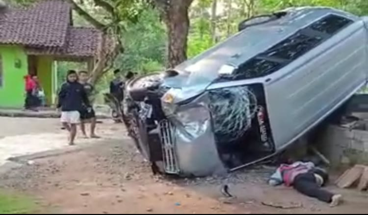 Diduga Rem Blong, Sebuah Mobil di Purworejo Tabrak Warga Hingga Tewas
