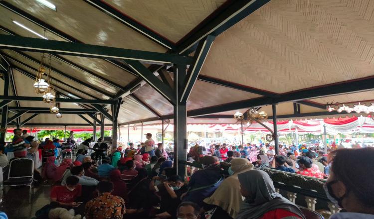 Program Vaksin Massal di Kabupaten Purworejo Timbulkan Kerumunan
