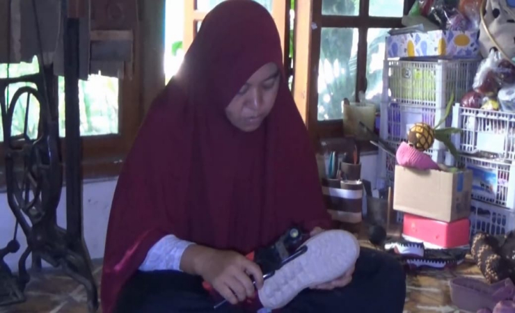 Seorang Ibu Rumah Tangga di Magetan Sukses Jadi Perajin Rajut