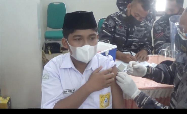 TNI Gelontorkan 5 Ribu Vaksin Bagi Santri Tebuireng Jombang