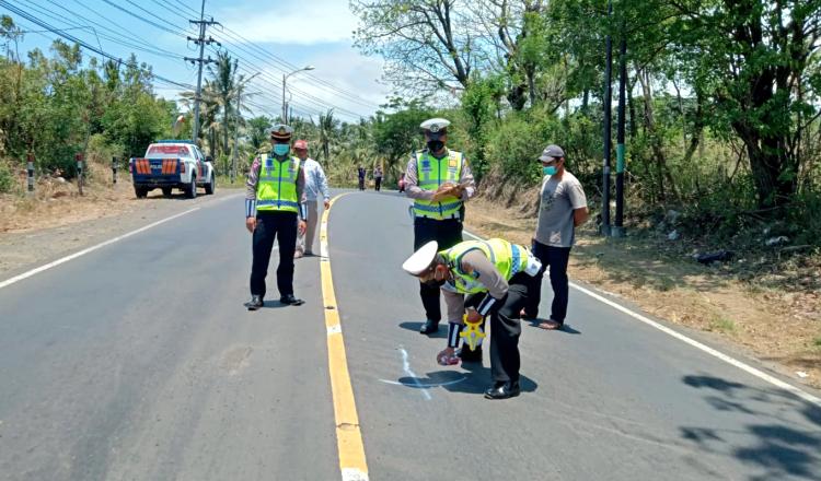 Pengendara Motor Tewas Terlindas Truk Fuso di Banyuwangi, Dada Remuk dan Kepala Pecah