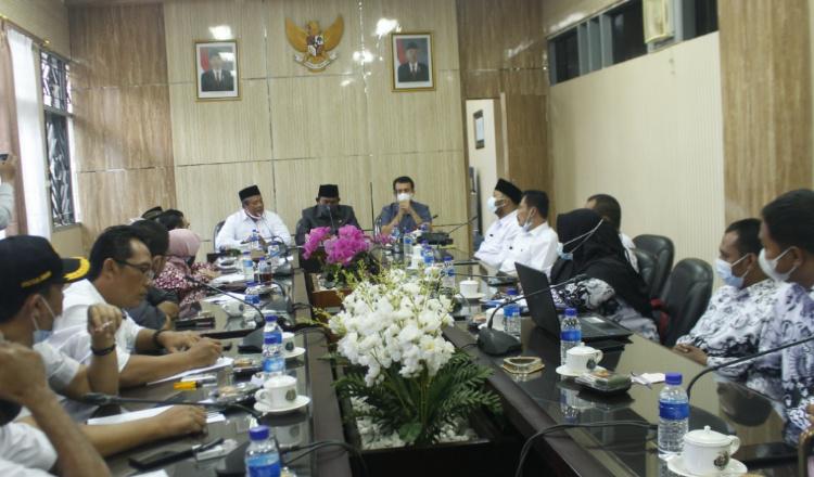 Komisi D DPRD Jember Sebut, Orang yang Sengaja Abaikan Nasib Honorer 'Tidak Waras'
