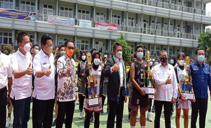 Tutup Turnamen Basket Antar Pelajar, Herman Deru Dorong Prestasi Olahraga Basket Sumsel