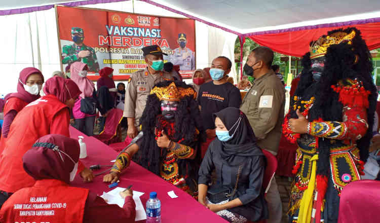 Kebut Herd Immunity, Polresta Banyuwangi Gencar Lakukan Vaksinasi Covid-19