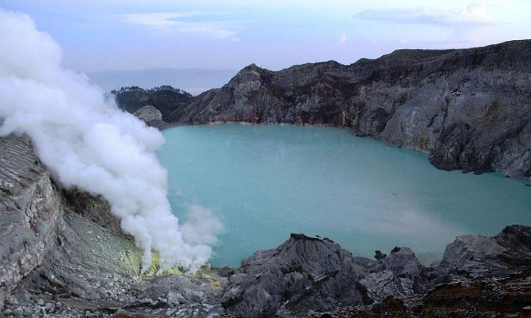 Pengunjung Kawah Ijen Bondowoso Masih Diwajibkan Terapkan Prokes