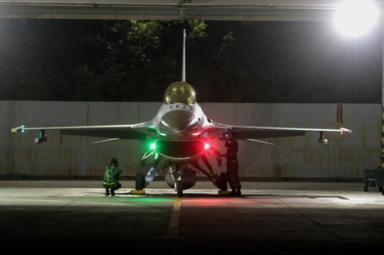 TNI AU Lanud Iswahyudi Latihan Terbang Malam