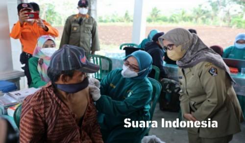 Mantab, Ikuti Serbuan Vaksinasi di Kantor Kanigoro Dapat Paket Telur Ayam