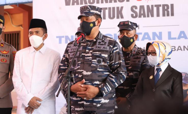 Laksamana TNI Yudo Margono Tinjau Vaksinasi Santri di Ponpes Darul Ulum Jombang