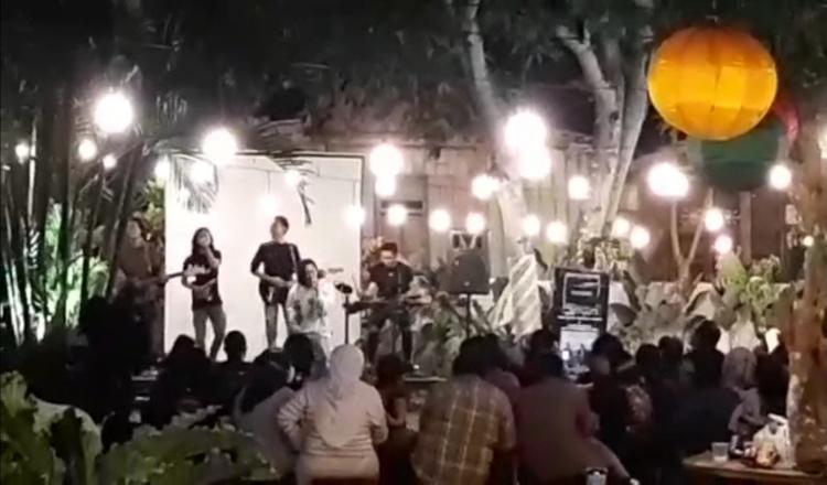 Viral di Media Sosial, Cafe di Bondowoso Gelar Live Musik saat PPKM Darurat Level 3