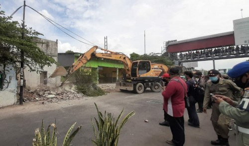 Tegang, Proses Eksekusi 15 Rumah di Wonokromo Diwarnai Protes