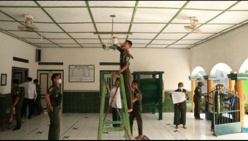 HSN, SMK VIP Ma'arif NU 1 Kemiri Gelar Bersih-bersih Masjid dan Musala
