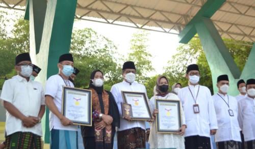 Tepat Hari Santri Nasional, Rektor UIN KHAS Jember Raih Rekor MURI