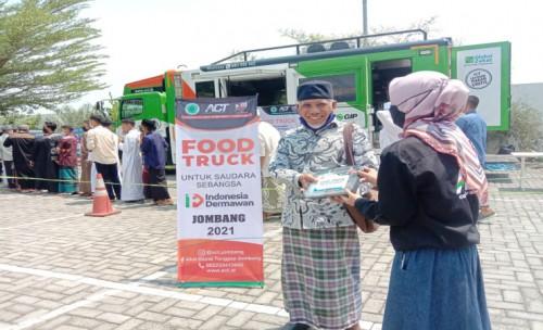 Hari Santri Nasional , ACT Jombang Road Show Humanity Food Truck di Masjid Ar- Royan Jombang