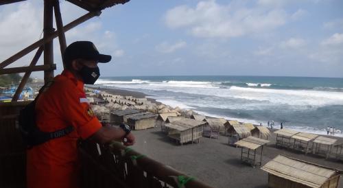 Jaga Keselamatan Pengunjung Pantai, Warga Bentuk Tim SAR Dewaruci