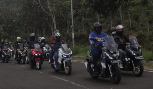 Komunitas Honda ADV 150 Malang Jelajahi Desa Wisata Batu