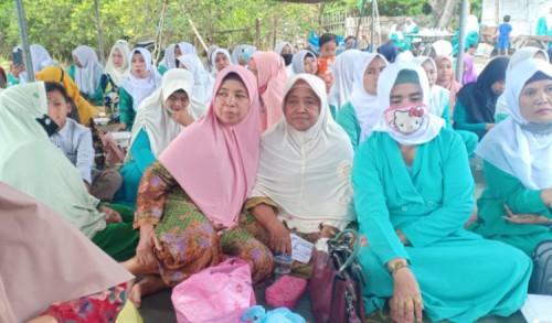 Ratusan Anggota Fatayat NU Balung Jember, Gemakan Sholawat dan Do'a Bersama
