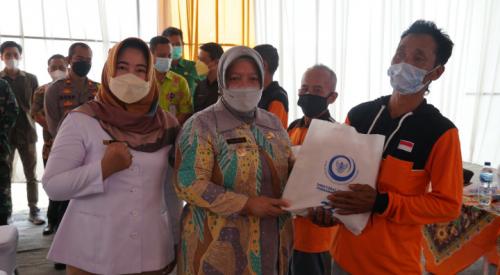 Hari Bhakti Nelayan, Komisi IV DPR RI Beri Paket Sembako kepada Nelayan Purworejo